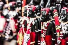 Krajowi plemienni drewniani postaci Masai przy Zanzibar wprowadzać na rynek obrazy royalty free