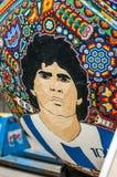 Krajowi rzemiosła Huichol mozaika koraliki Czerep ikrustowana piłki nożnej piłka z Maradona Zdjęcia Stock