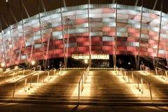 Krajowy stadium w Warszawa iluminował przy nocą krajowymi kolorami Zdjęcie Royalty Free