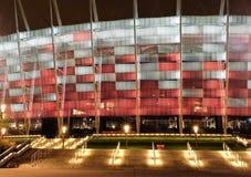 Krajowy stadium w Warszawa iluminował przy nocą krajowymi kolorami Obrazy Stock