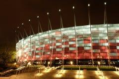 Krajowy stadium w Warszawa iluminował przy nocą krajowymi kolorami Zdjęcia Royalty Free