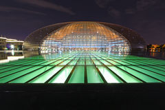 Krajowy Uroczysty Theatre i wielka hala ludowa przy nocą wewnątrz Zdjęcie Royalty Free