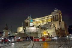 Krajowy zabytek zwycięzcy Emmanuel II królewiątko Włochy strzelał przy nocą w Rzym Zdjęcie Stock