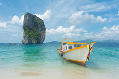 Krajoznawcza łódź i wyspa Zdjęcie Royalty Free