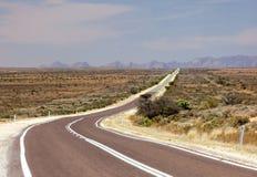 Kraju odludzia droga. Flinders pasma (blisko domokrążcy). Południowy Austr Obraz Stock