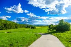 Kraju pas ruchu z niebieskim niebem Obraz Royalty Free