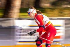 kraju przecinająca Milano rasy sprintu kobieta zdjęcia stock