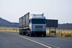 kraju przecinającego obowiązku łupu ciężka długa ciężarówka Zdjęcie Stock