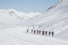 kraju przecinająca maratonu narta Svalbard fotografia stock