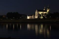 Krakà ³ w & x28; Cracow& x29; vid natt Polen Fotografering för Bildbyråer