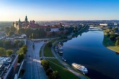 Kraków, Polonia Horizonte aéreo en la salida del sol Imagenes de archivo