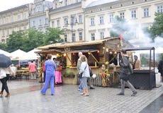 Krakau, 19 augustus 2014 - Marktkraam in Krakau, Polen Royalty-vrije Stock Foto's