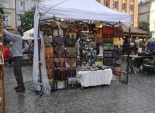 Krakau, 19 augustus 2014 - Marktkraam in Krakau, Polen Royalty-vrije Stock Afbeeldingen