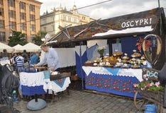 Krakau, 19 augustus 2014 - Marktkraam in Krakau, Polen Stock Afbeeldingen