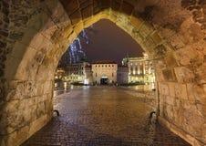 Krakau durch Nacht/die alte Stadt und die historische Architektur Lizenzfreies Stockbild