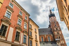 Krakau Glowny, de Basiliek van Heilige Mary ` s, Polen Stock Foto's