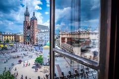 Krakau - Hauptplatz - Fensteransicht Lizenzfreie Stockfotos