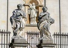 krakau Im untereren Teil der Fassade der Kathedrale von Heiligen Peter und Paul gibt es 4 Statuen der berühmtesten Jesuite, lizenzfreie stockbilder