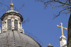 Krakau-Kirche und Kreuz Stockfoto
