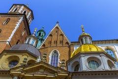 Krakau (Krakau) - de Kathedraal gouden koepel van Polen Wawel Stock Afbeelding