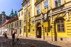 Krakau (Krakau) - de oude Kanonicza straat van Polen Stock Foto's