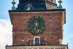 KRAKAU, POLEN - JUNI 2012: Uhr auf Rathaus Lizenzfreie Stockfotos