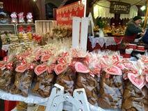 Krakau/Polen - Maart 23 2018: Pasen-markten op het vierkant van marktrynok in Krakau Kiosken met herinneringen, snoepjes en voeds stock afbeeldingen