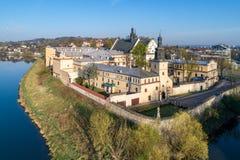Krakau, Polen Norbertine Kloster und Weichsel Antenne konkurrieren Lizenzfreie Stockfotos