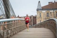 KRAKAU, POLEN - Teilnehmer während des jährlichen Krakau-International Marathons Lizenzfreie Stockbilder