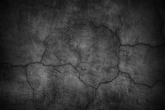 Krakingowa czarna betonowa ściana, ponuractwo tekstury cementowy tło Fotografia Royalty Free