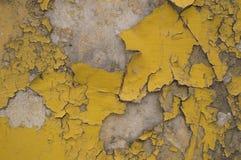 Krakingowa popielata żółta stara ściana Obrazy Stock