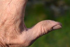 Krakingowa skóra na robociarza ręce Zdjęcia Royalty Free
