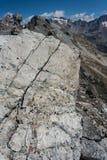 Krakingowa skała w Południowych Alps Fotografia Stock