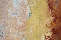 Krakingowy i obieranie farby stary ścienny tło Klasyczny grunge obrazy royalty free