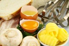 krakingowy jajko obraz stock