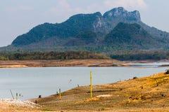Krakingowy suchy ląd bez wody abstrakcyjny tło zdjęcia royalty free