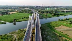 krakow Польша Двойник кабел-остался мостом над Рекой Висла видеоматериал