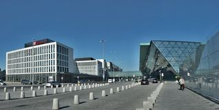 Krakow flygplats, Polen - Balice - ny sp?rvagn fr?n Krakow arkivfoton