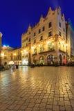 Krakow huvudsaklig fyrkant i aftonen Arkivbild
