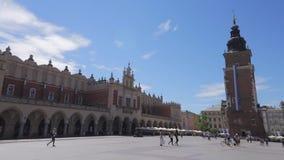Krakow huvudsaklig marknadsfyrkant på sommartid stock video