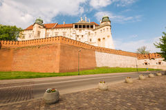 Krakow i Polen/sikt av den medeltida kungliga slotten arkivbild