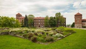 Krakow i Polen/sikt av den medeltida kungliga slotten arkivfoton