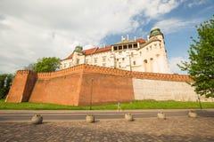 Krakow i Polen/sikt av den medeltida kungliga slotten fotografering för bildbyråer