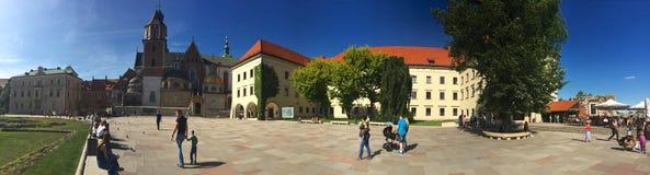 Krakow, kunglig slott och domkyrka Arkivfoto
