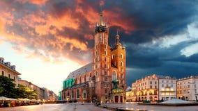 Krakow marknadsfyrkant, Polen, Tid schackningsperiod arkivfilmer