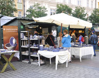 Krakow, o 19 de agosto de 2014 - introduza no mercado a tenda em Krakow, Polônia Fotografia de Stock Royalty Free