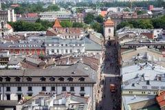 KRAKOW, POLÔNIA - 29 DE MAIO DE 2016: Ideia aérea da parte do noroeste do Krakow com a rua histórica velha de Florianska Imagens de Stock