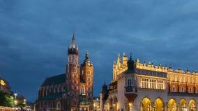 krakow Poland Noc widok St Mary bazylika I płótna Hall budynek Sławny Stary punktu zwrotnego kościół Nasz dama zbiory