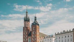 krakow Poland St Mary bazylika i płótno sali budynek Sławny stary punktu zwrotnego kościół nasz dama zakładająca w niebo zbiory wideo