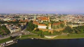 krakow poland Wawel kunglig slott och domkyrka, Vistula River _ stock video
